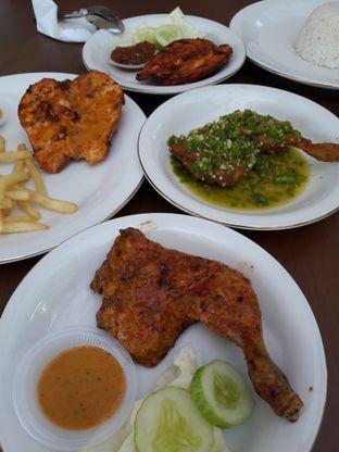 Foto 1 - Makanan di Ayam Pedos oleh Ineke Fatmawati