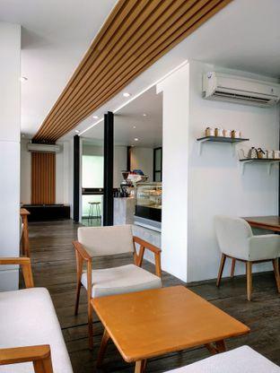 Foto 9 - Interior di Simetri Coffee Roasters oleh Ika Nurhayati