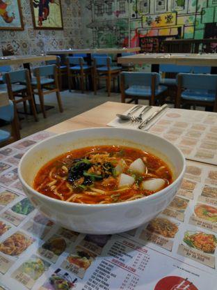 Foto 1 - Makanan(Taiwan Beef Noodle Soup) di Chopstix oleh Fadhlur Rohman