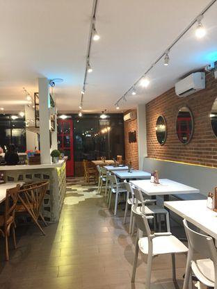 Foto 4 - Interior di Mula Coffee House oleh Nauval