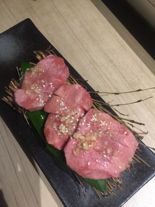 Foto 2 - Makanan(Beef Tongue) di WAKI Japanese BBQ Dining oleh San Der