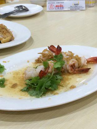 Foto 4 - Makanan(Udang Rebus Minyak Jahe) di Angke oleh Elvira Sutanto