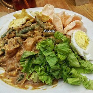 Foto 4 - Makanan(Gado-Gado Jakarta) di Kafe Betawi oleh felita [@duocicip]