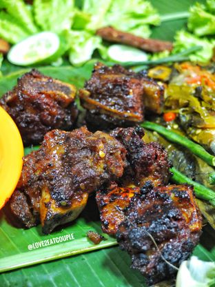 Foto 3 - Makanan di Ayam Bakar Boemboe Legenda oleh Love2EatCouple