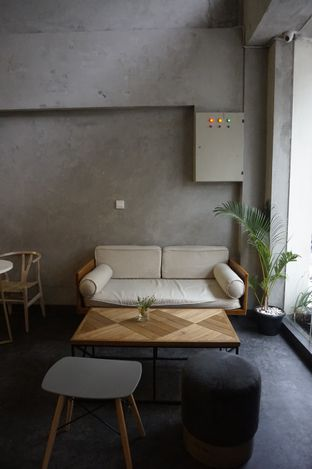 Foto 18 - Interior di Awesome Coffee oleh yudistira ishak abrar