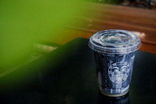 Foto 2 - Makanan(Iced Charcoal Latte) di Kuro Koffee oleh Fadhlur Rohman