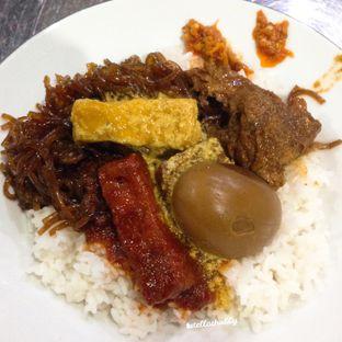 Foto - Makanan di Depot Nasi Campur Pojok Tambak Bayan oleh Stellachubby