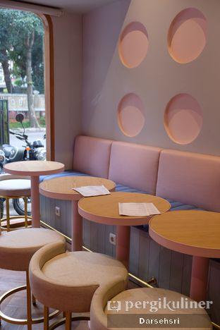 Foto 7 - Interior di Mae Coffee & Eatery oleh Darsehsri Handayani