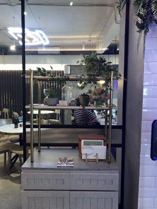 Foto 10 - Interior di Phos Coffee & Eatery oleh Stefanus Hendra