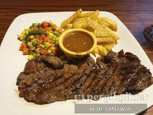 Foto - Makanan(Sirloin Steak) di RAY'S Steak & Grill oleh Ivan Setiawan