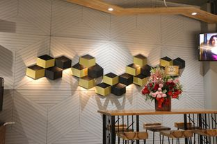 Foto 11 - Interior di MacKenzie Coffee oleh Mola Hidratinum