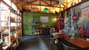 Foto 1 - Interior di Blumchen Coffee oleh om doyanjajan