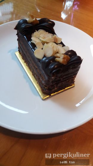 Foto 1 - Makanan di Mandarin Oriental Cake Shop - Mandarin Oriental Hotel oleh Selfi Tan