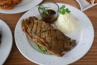 Foto 6 - Makanan di Intro Jazz Bistro & Cafe oleh Deasy Lim