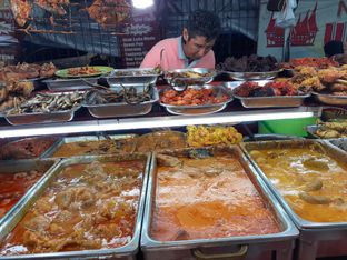 Foto 4 - Makanan di Nasi Kapau Uni Upik oleh Threesiana Dheriyani
