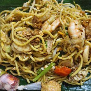 Foto 1 - Makanan(Mie goreng isi) di Bakmi & Kwetiau Aling Pekcah 83 oleh om doyanjajan