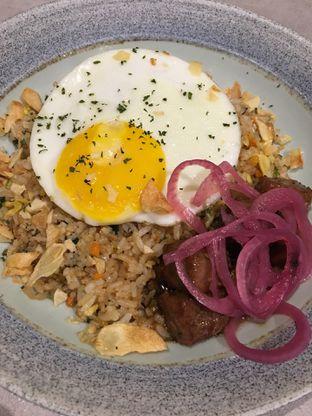 Foto 2 - Makanan(Nasi Goreng Garlic) di Savannah Cafe & Resto oleh Jeljel