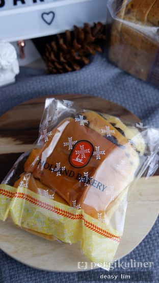 Foto review Holland Bakery oleh Deasy Lim 4