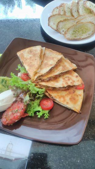 Foto 5 - Makanan(Quesadillas (IDR 40k)) di Indoguna Gourmet oleh Renodaneswara @caesarinodswr