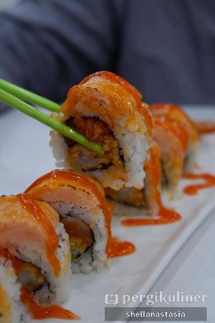 Foto 1 - Makanan(Salmon Lava Roll) di Mori Express oleh Shella Anastasia