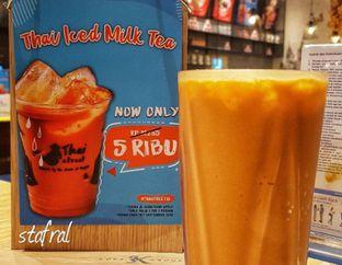 Foto 3 - Makanan(Thai Iced Milk Tea) di Thai Street oleh Stanzazone