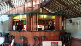 Foto 2 - Interior(Vintage Bar) di Tizi's Cakeshop & Resto oleh Rinni Kania