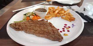 Foto 1 - Makanan(Sirloin Steak) di Seven to 7 oleh Renodaneswara @caesarinodswr