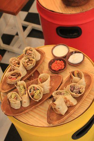 Foto 22 - Makanan di Emado's Shawarma oleh Prido ZH