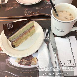 Foto - Makanan(Avocado Cake & Iced Latte) di Paul oleh Patsyy