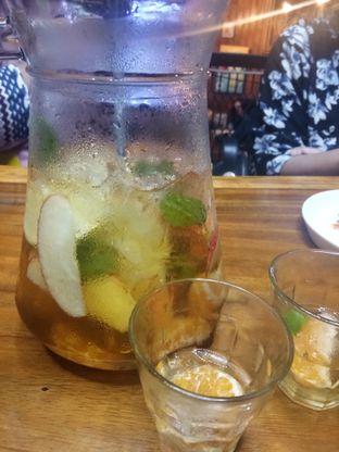 Foto 1 - Makanan(Saudi Champagne Besar) di BLW Cafe oleh mamam enak