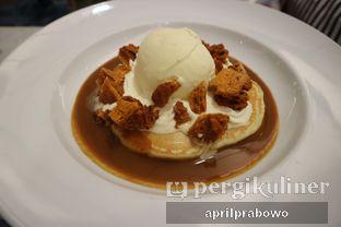Foto 2 - Makanan(Honeycomb and Hot Salted Caramel Sauce) di Pancious oleh Cubi