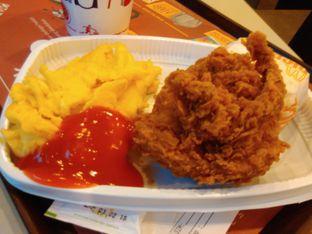Foto 1 - Makanan(Paket panas spesial ( idr 33k) ) di McDonald's oleh Renodaneswara @caesarinodswr