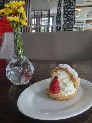 Foto 2 - Makanan(Choux Cream) di Buttercup Signature Boulangerie - Hotel Four Points by Sheraton oleh Fadhlur Rohman