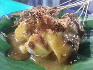 Foto 1 - Makanan(Sate Padang pakai Lontong) di Soto dan Sate Padang Ajo Ali Pariaman oleh Budi Lee