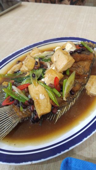 Foto 4 - Makanan(Gurame tausi) di Masakan Pontianak Acin 229 oleh Laura Fransiska