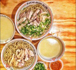 Foto - Makanan di Bakmi Ayam Alok oleh Astrid Huang | @biteandbrew