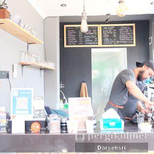 Foto 5 - Interior di Nongkee Coffee oleh Darsehsri Handayani