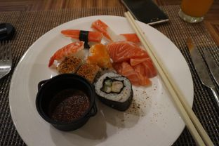 Foto 3 - Makanan di The Cafe - Hotel Mulia oleh Dini  Nurfitri