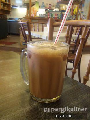 Foto 4 - Makanan( Ice Teh Tarik) di Ah Mei Cafe oleh UrsAndNic