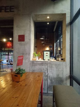 Foto 10 - Interior di Routine Coffee & Eatery oleh Andin | @meandfood_
