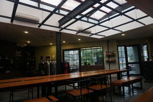 Foto 4 - Interior di Ruckerpark Coffee & Culture oleh Fadhlur Rohman