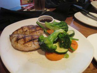 Foto 2 - Makanan di Outback Steakhouse oleh Sylvia Eugene