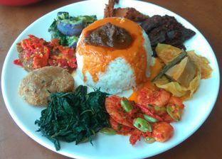 Foto 2 - Makanan(Nasi Rames + 10 Lauk ) di Sepiring Padang oleh Renodaneswara @caesarinodswr