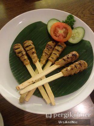 Foto 4 - Makanan(Sate lilit ayam) di Bebek Bengil oleh UrsAndNic