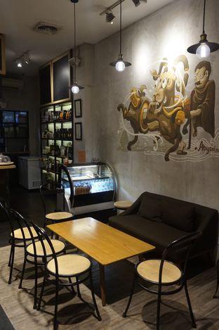 Foto 7 - Interior di Gerilya Coffee and Roastery oleh yudistira ishak abrar