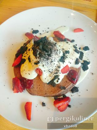 Foto 1 - Makanan(Ricotta & Rapsberry With Chocolate Pancake) di Pancious oleh Syifa