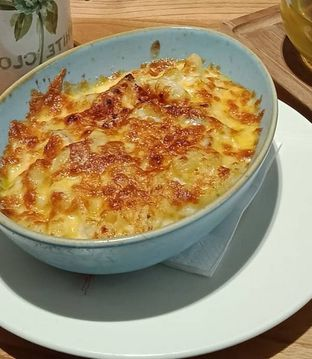 Foto 1 - Makanan(Cream Mac & Cheese (IDR 65k) ) di Lewis & Carroll Tea oleh Renodaneswara @caesarinodswr