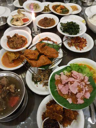 Foto 2 - Makanan di RM Pangeran Khas Minang oleh Olivia @foodsid