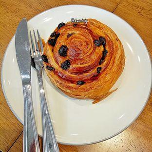 Foto 19 - Makanan(Pain au raisin) di Platon Coffee oleh duocicip