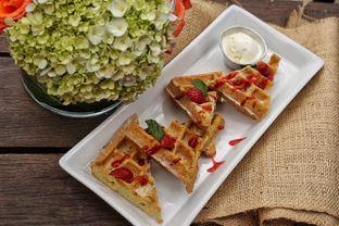 Foto 10 - Makanan(Crunchy Berry Waffle) di Wild Grass oleh Fadhlur Rohman